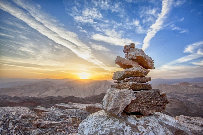 Kayaç akrostiş şiiri kırlarda ovalarda taşlar vardır çeşitli